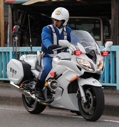 神奈川県警は昔は暴走族を白バイ隊に勧誘して大量採用してたってマジ?