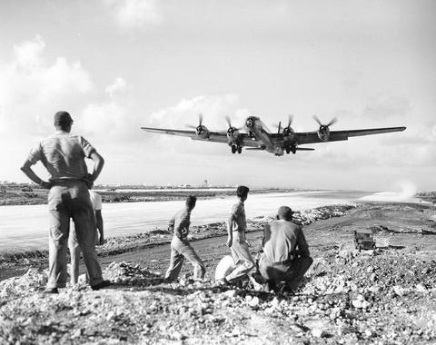 戦争中の不思議な怖い話「米軍占領後のサイパンでB-29に乗り込んだ日本兵」