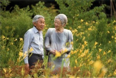 【皇室】天皇皇后両陛下、皇太子御一家、秋篠宮御一家、揃って皇居内の畑で「お手刈り」