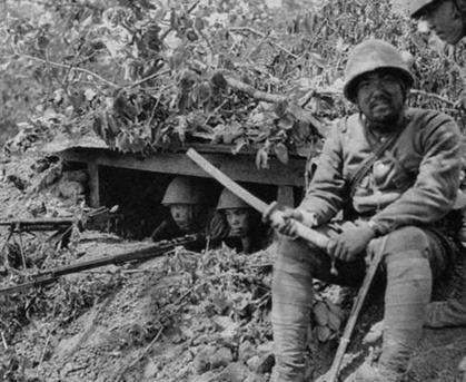 戦争中の不思議な怖い話「若い兵士の呟きと上官の処置」