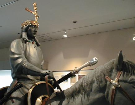 【皇室】皇居「三の丸尚蔵館」で最大規模の考古資料展「陵墓」出土品95点など公開 初出品の古墳時代の冑も