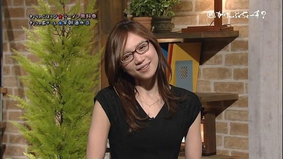 首をかしげる椿田恵理子