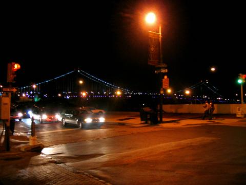 夜のベンジャミンフランクリン橋