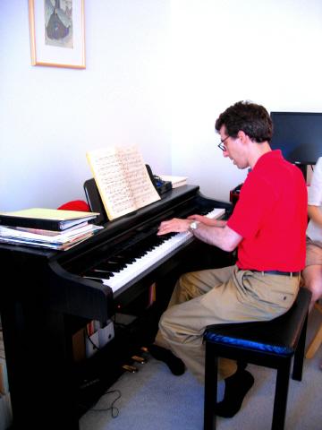 ピアノを弾く 正雄さん