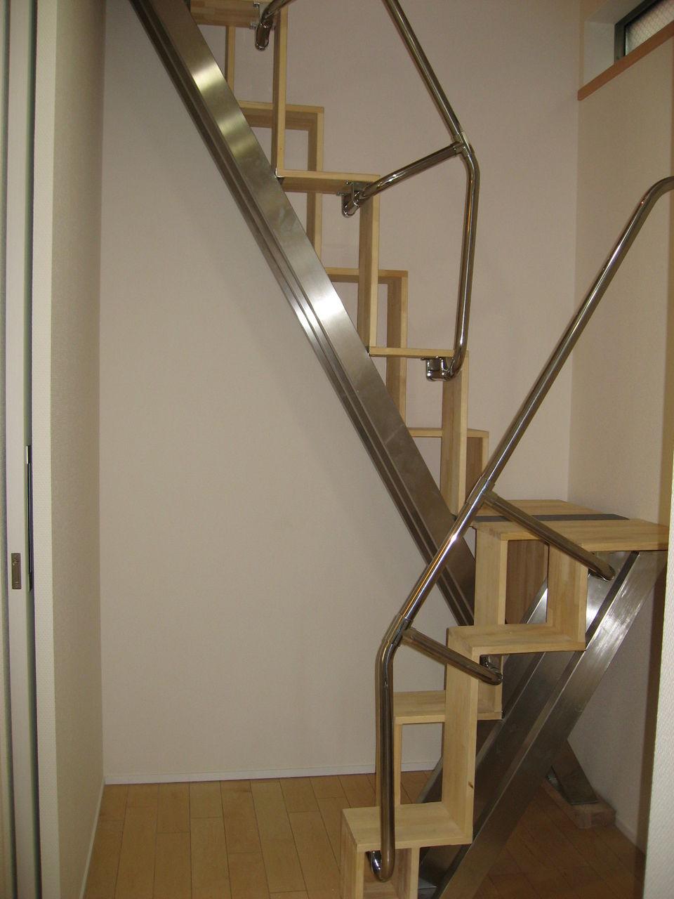 互い違い階段の折れ階段 側面