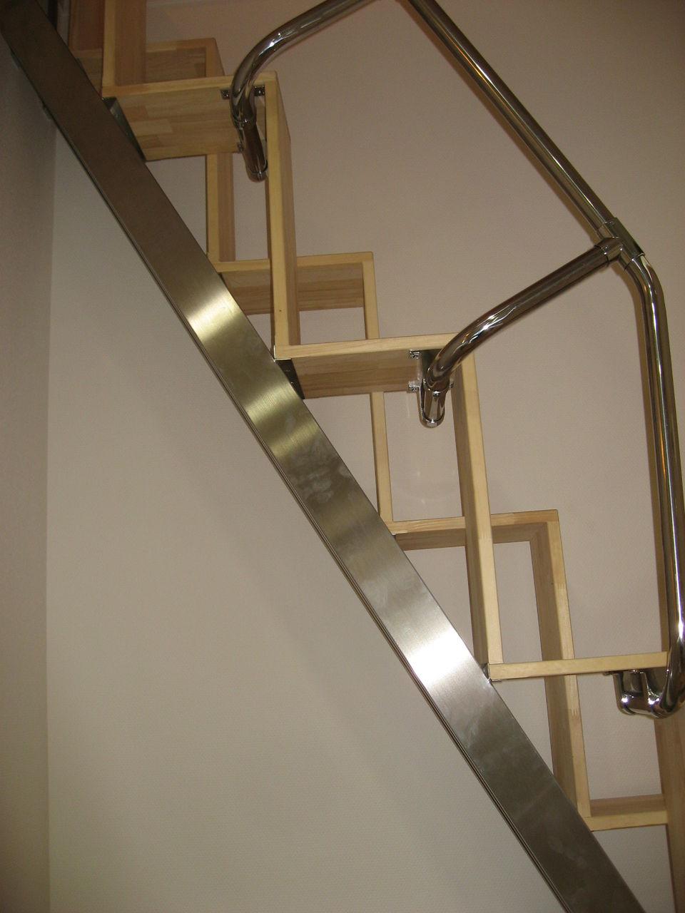 互い違い階段の折れ階段 側面上部