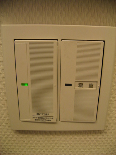 白那智玉石間接照明のスイッチは寝室に