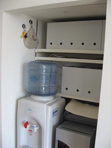 キッチン・可動棚と充電コーナー
