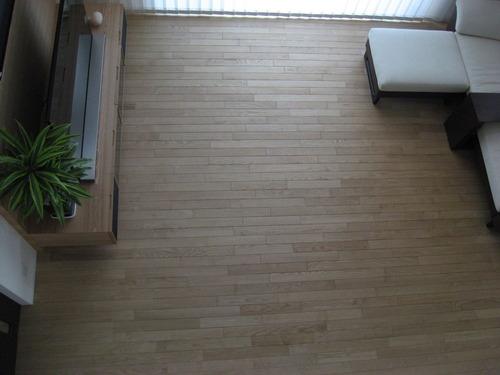 ロフトから見た我が家の無垢床(マルホン・クリ・蜜蝋仕上げ)
