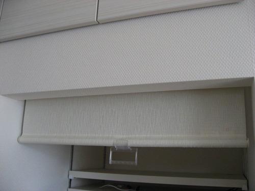 キッチン・ロールスクリーンはカーテンボックスの中