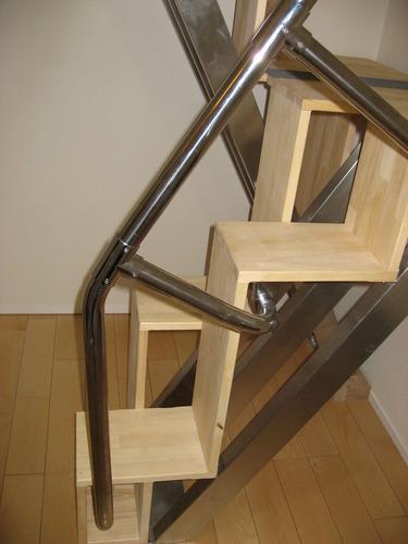 互い違い階段の折れ階段 側面下部