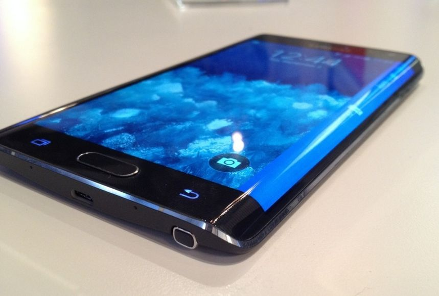 10月23日に発売されたauとドコモから「Galaxy Note Edge SCL24」と「GALAXY Note Edge SC,01G」。 ドコモもauも秋モデルではGalaxy Note 4は出さずGalaxy Note Edge