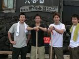 六合目山小屋で記念撮影