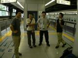 列車を乗り継ぐ 新幹線を待つ