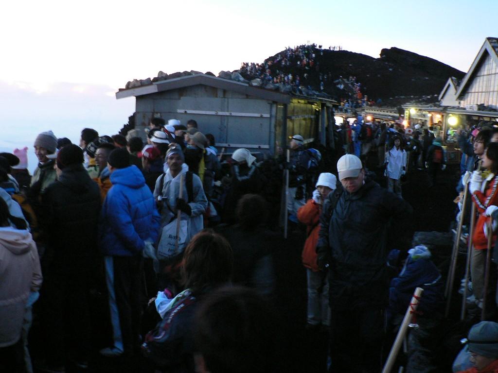 富士山頂の風景