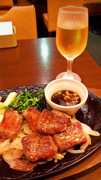 デニーズ テーブル・ワイン(白) & 角切りステーキ
