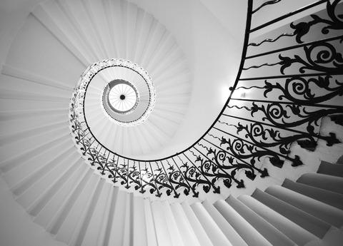 ブログ写真ー白黒階段ー