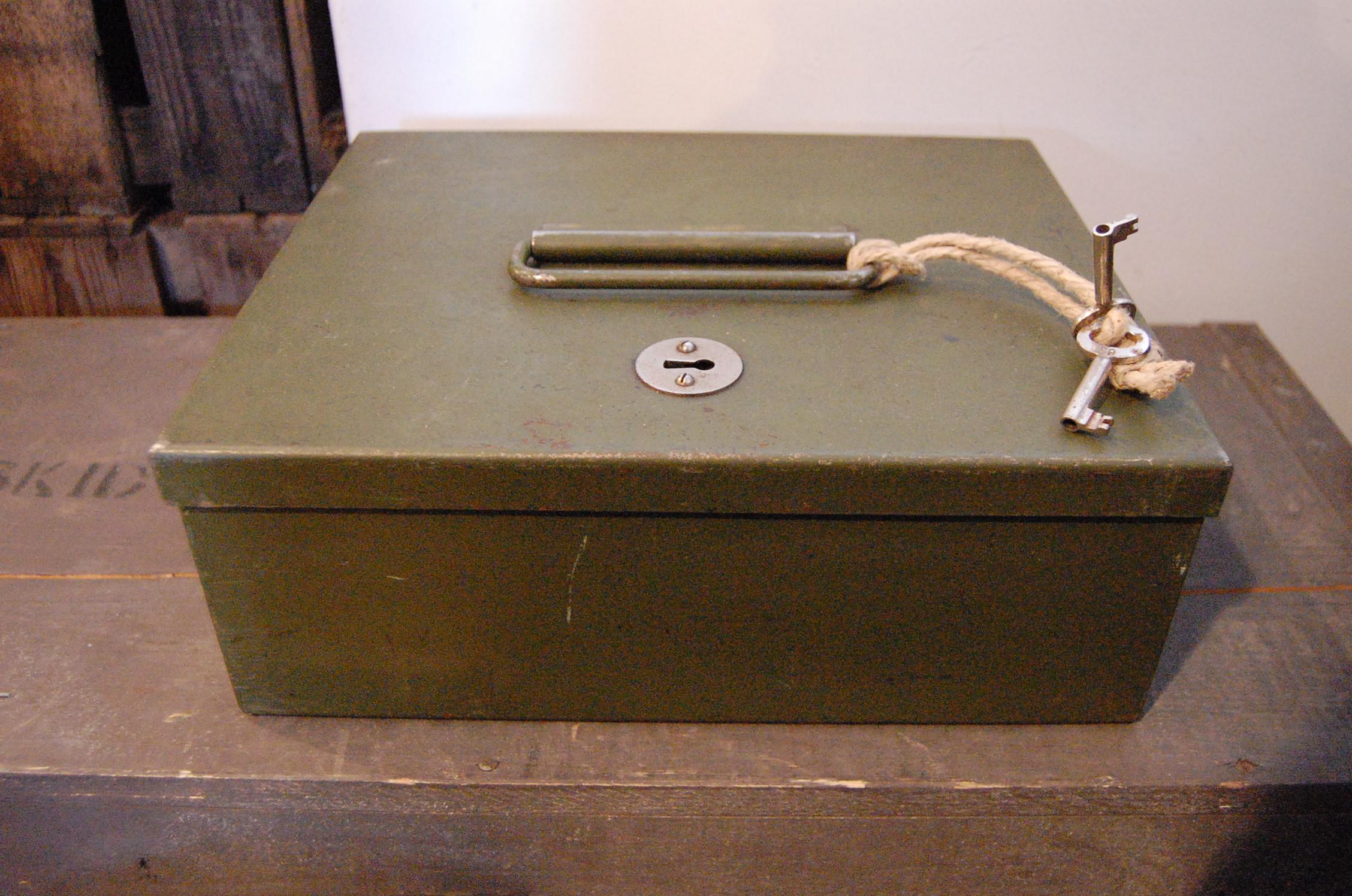 zz0130l スウェーデン 古い鍵付き金庫