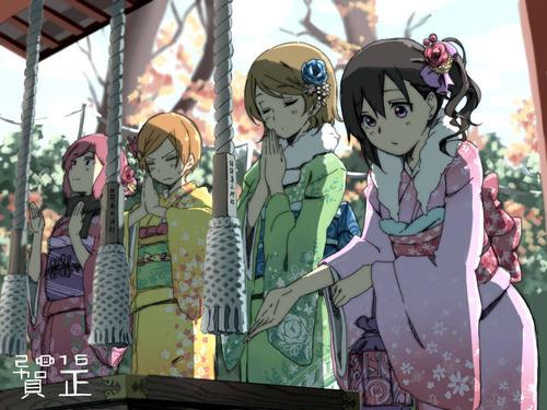 ラブライブ 初詣する晴れ着姿の西木野真姫(にしきのまき) 星空凛(ほしぞらりん) 小泉花陽(こいずみはなよ) 矢澤にこ 画像 壁紙