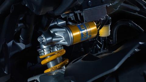 2017-Yamaha-MT10DX-EU-Silver-Blu-Carbon-Detail-001