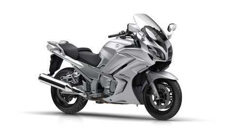 2018-Yamaha-FJR1300A-EU-Matt-Silver-Studio-001