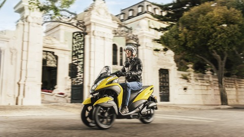 2017-Yamaha-Tricity-EU-Sunny-Yellow-Action-005