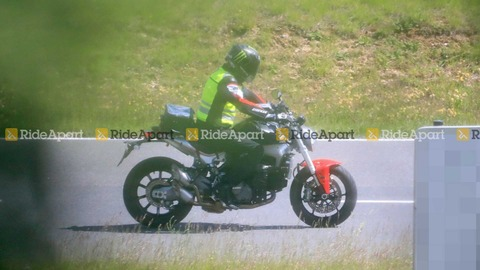 2021-ducati-monster-spy-photos (1)