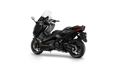 2017-Yamaha-TMAX-DX-EU-Liquid-Darkness-Studio-005