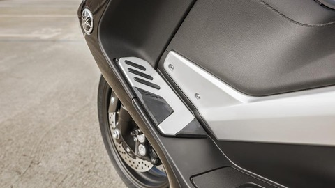 2017-Yamaha-TMAX-DX-EU-Phantom-Blue-Detail-015