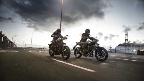 2016-Yamaha-MT-07-EU-Race-Blu-Action-003