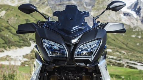 2018-Yamaha-MT09TRGT-EU-Midnight-Black-Detail-015