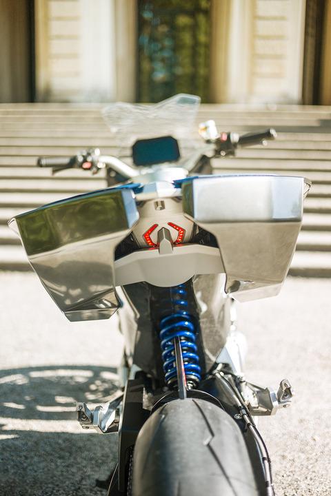 P90305950_highRes_bmw-motorrad-concept