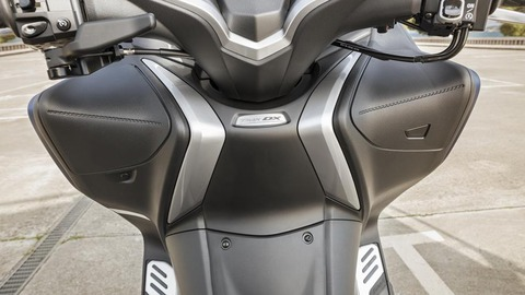 2017-Yamaha-TMAX-DX-EU-Phantom-Blue-Detail-021
