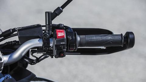 2018-Yamaha-Tracer-900-EU-Nimbus-Grey-Detail-021