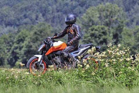 KTM-790-Duke-R-WEB-001