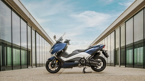 2017-Yamaha-TMAX-DX-EU-Phantom-Blue-Static-001