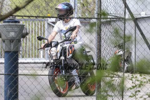 050317-spy-photo-electric-KTM-Duke-E-004