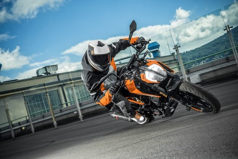 KTM-125-DUKE-MY17_Action-04-1024x683