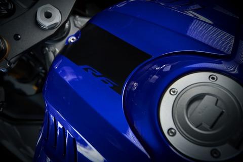 2019-Yamaha-YZF600R6-EU-Yamaha_Blue-Detail-008