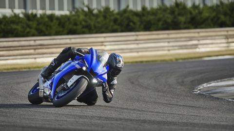 2020-Yamaha-YZF1000R1-EU-Yamaha_Blue-Action-002-03