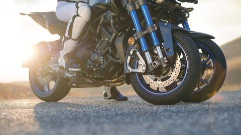 2018-Yamaha-MXT850-EU-Graphite-Static-007