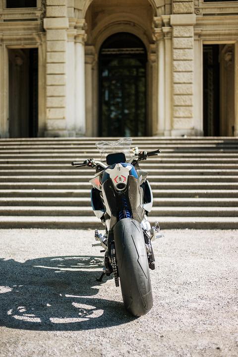 P90305947_highRes_bmw-motorrad-concept