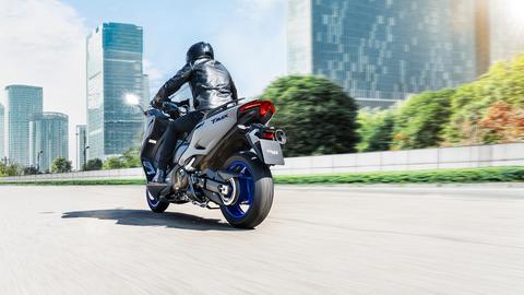 2020-Yamaha-XP500A-EU-Icon_Grey-Action-007-03