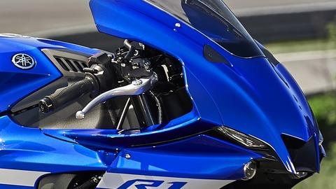 2020-Yamaha-YZF1000R1-EU-Yamaha_Blue-Detail-008-03