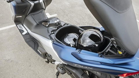 2017-Yamaha-TMAX-DX-EU-Phantom-Blue-Detail-012