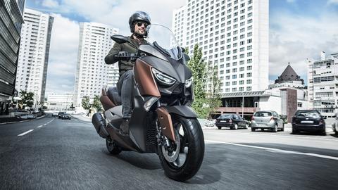 2017-Yamaha-X-MAX-300A-EU-Quasar-Bronze-Action-001
