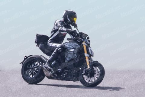Ducati-Diavel-003-WEB