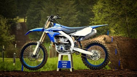2018-Yamaha-YZ450F-EU-Racing-Blue-Static-001
