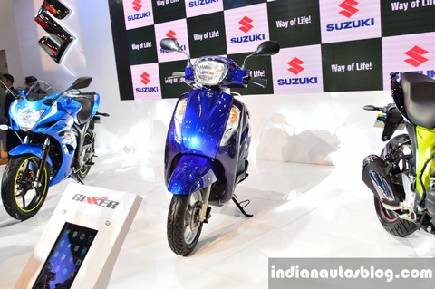 New-Suzuki-Access-125-Blue-front-at-Auto-Expo-2016