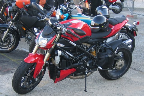 Backfire_Motorcycle_Night,_Ballard,_Wa,_19_Aug_2009_-4